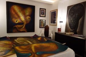 Les œuvres de Chomo dans la chambre de la galerie Rouillac.