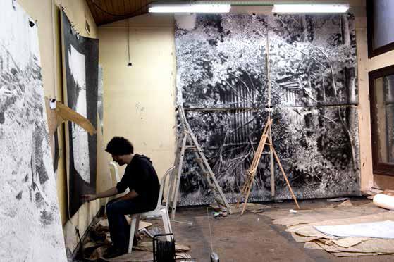 Jérôme Zonder au travail dans son atelier.